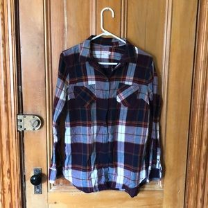 Lightweight plaid button-up